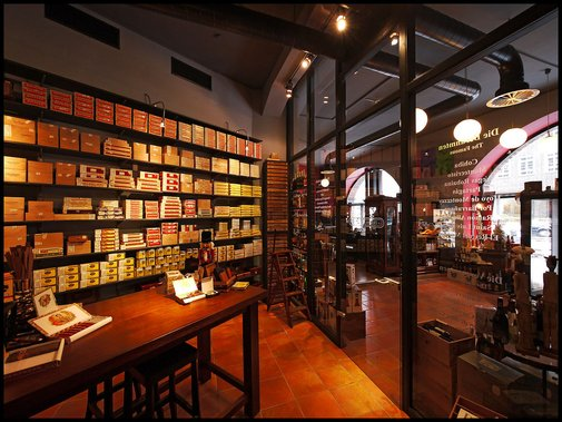 Cigar lounges/bars around the world