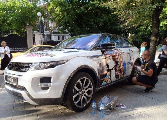 Pablo Picasso's art over Range Rover Evoque