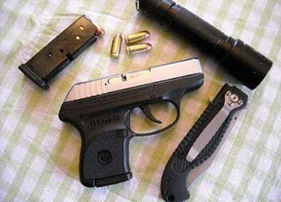 Armed woman stops gunman in nail salon ~ SHINYCASINGS.com