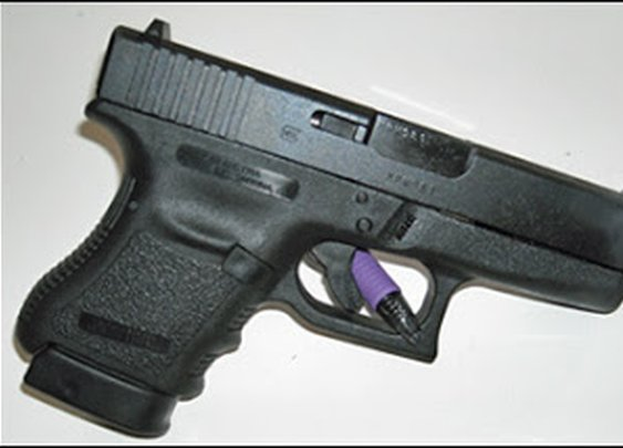 Arizona citizen stops bank robbery without firing a shot ~ SHINYCASINGS.com