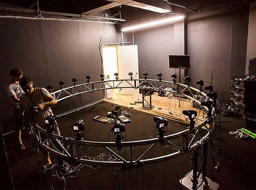 "Project Uses a ""Bullet Time"" Camera Rig for 360-Degree Light Painting Portraits"