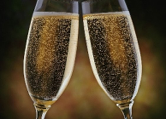 Rules to Follow When Drinking on New Year's Eve if You're Older Than 25 via @noblexperiment