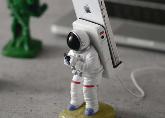 Astronaut Smartphone Stand | That Should Be Mine