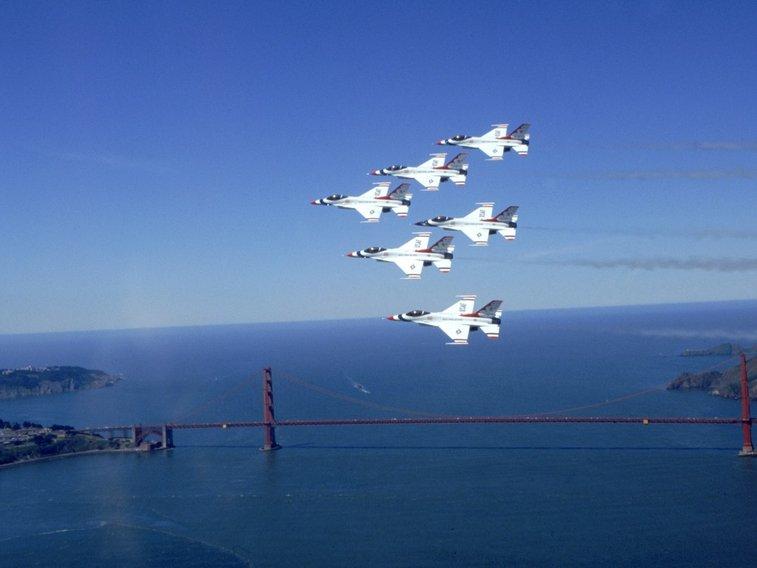 USAF Thunderbirds fly over in San Francisco