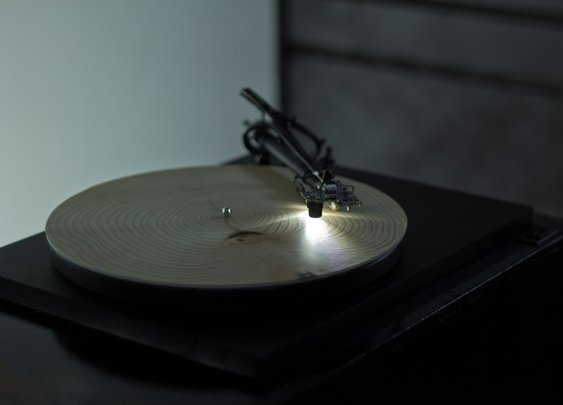 A record player that plays slices of wood. Year ring data is translated into music! INSANE