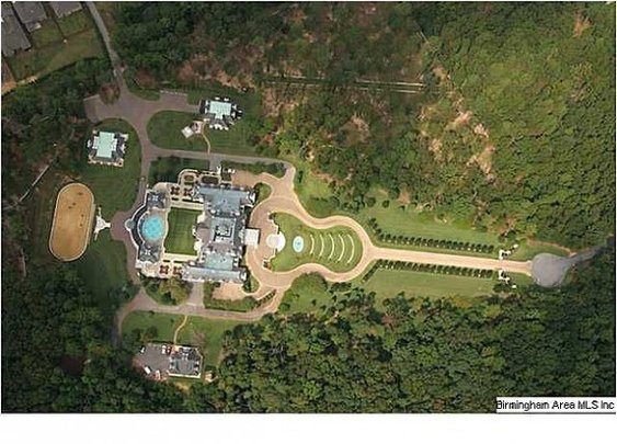 Alabama Mansion with Guitar-Shaped Driveway
