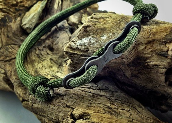 Paracord Bracelet in Green with Bike Chain by DesignedTurning