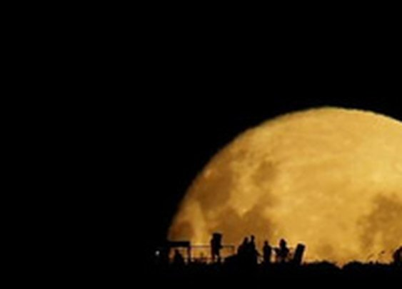 Video: Watching the Moonrise Might Be Better Than Seeing Any Sunrise