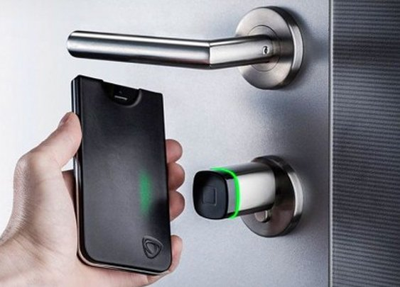 CalypsoKey adds NFC capability to the iPhone