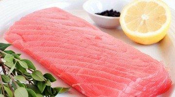 Basil-Grilled Tuna Steaks with Arugula Salad