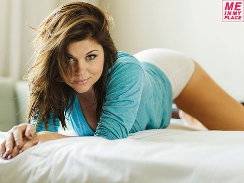 Tiffani Thiessen Celebrates Her Birthday With Some Boudoir Hotness 'In Her Place'