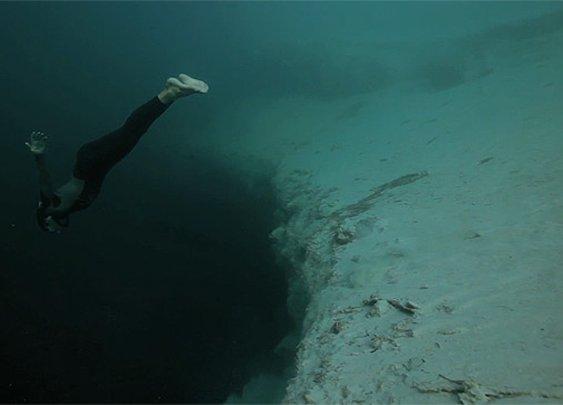 Underwater Base Jumping