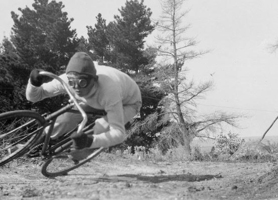 Serious cornering ... 1930's style!