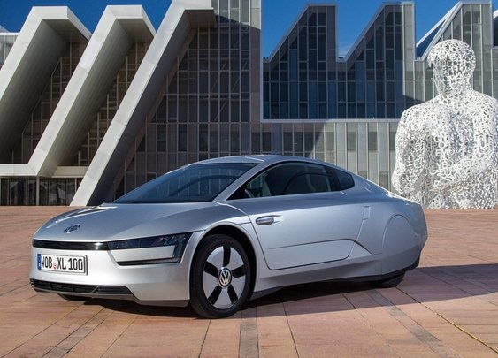 Volkswagen XL1 uses 0.9 liter fuel for 100km