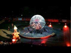 Motorcycle Stunts – Globe of Steel 8 Riders