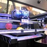 Makerbot brings its latest machine, the Replicator X2, to CES