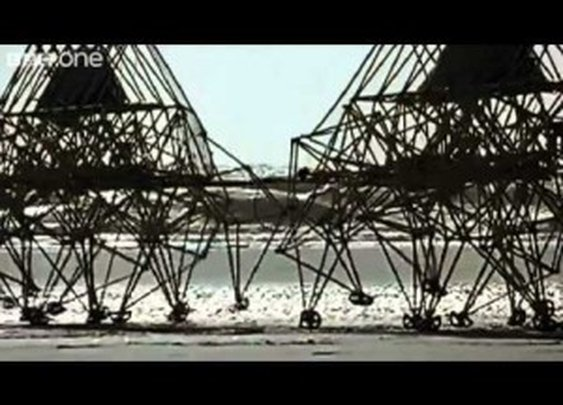 Theo Jansen's Strandbeests – Kinetic Sculptures Moved by the Wind