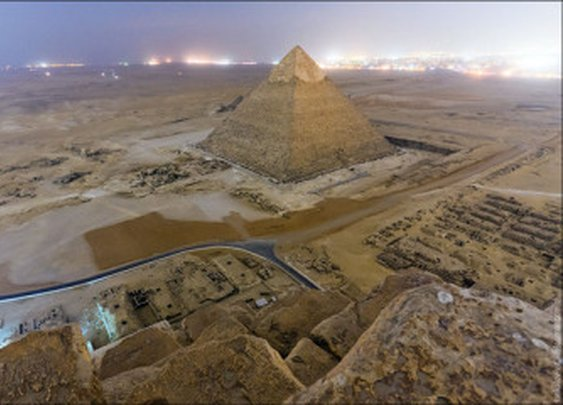 Russian Photographers Stealthily Climb the Great Pyramid of Giza to Shoot Photos