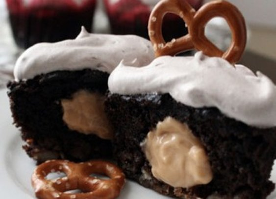 Beer & Pretzel Cupcakes with Pretzel Crust