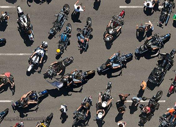 400 Harleys em fotografia aérea exposta no SP Arte 2013 | Fotografias Aéreas