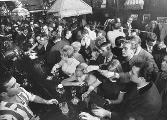How to Get a Drink at a Busy Bar