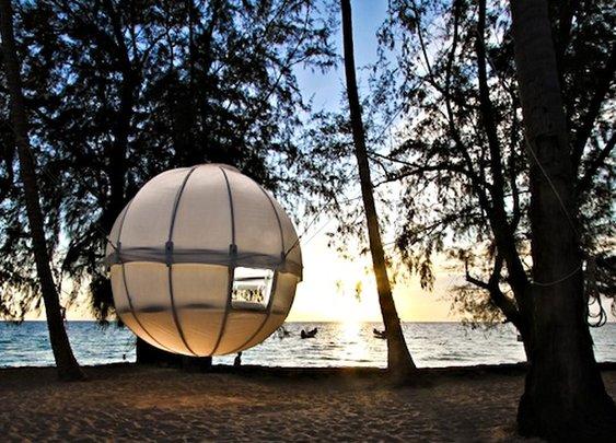 Cocoon Tree Tent - Headlines & Heroes