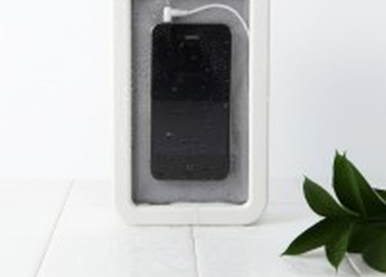 Splash-proof speaker for your smartphone