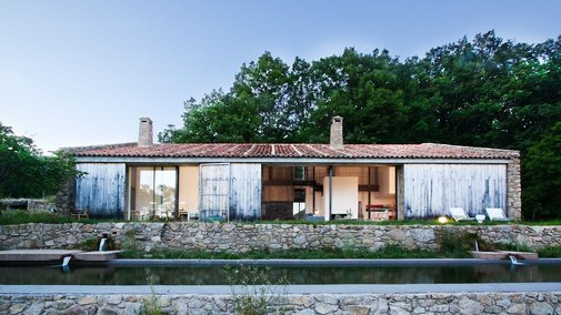 Abandoned stable turned family dwelling in Cáceres, Spain