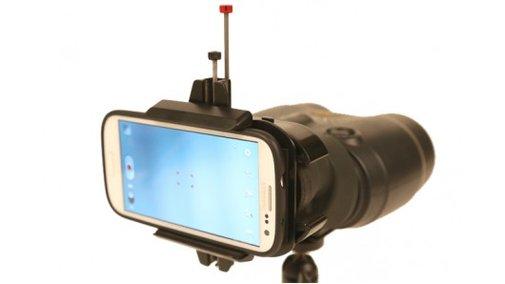 Snapzoom lets smartphones use binoculars for telephoto shots