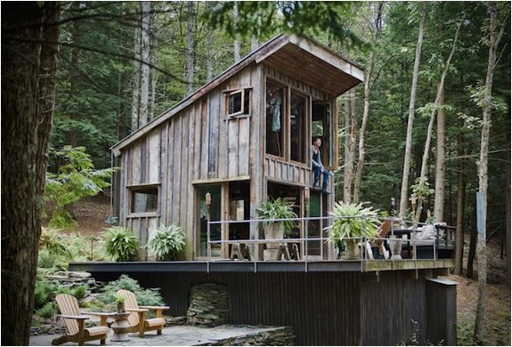 ONE-ROOM NEW YORK CABIN IN THE WOODS