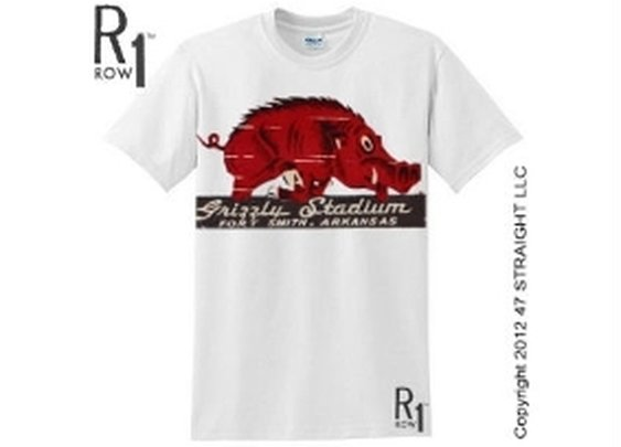 Arkansas Razorbacks gifts. Arkansas Razorbacks T-shirts. ROW 1™ vintage tees.