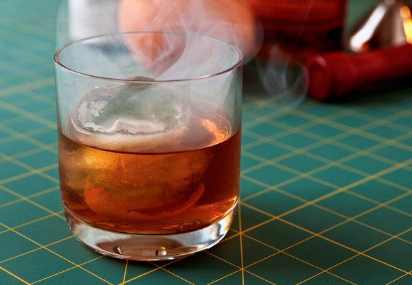 How to: Make Your Own DIY Smoked Cocktails