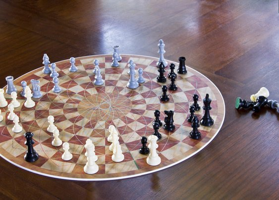 3 Man Chess: Variant in the Round