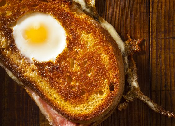 How A Genius Makes An Egg Sandwich