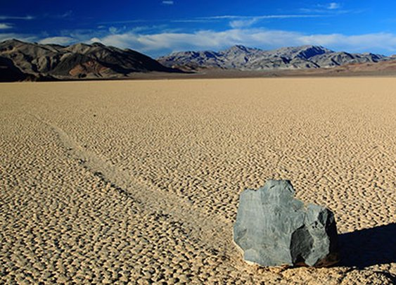 """How Do Death Valley's """"Sailing Stones"""" Move Themselves Across the Desert?"""