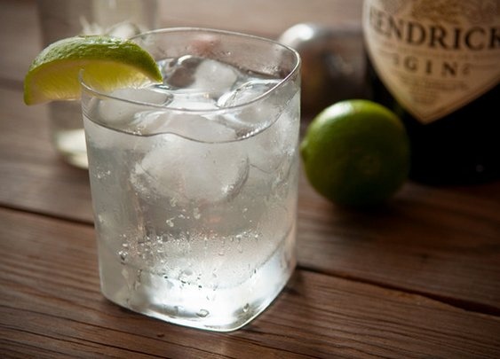 How to: The Simple, Easy Trick to Improve Your Gin and Tonic | Man Made DIY | Crafts for Men | Keywords: diy, recipe, how-to, alcohol