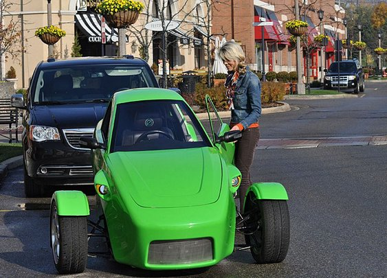 Elio Is A 100 Mph, 84 Mpg Three Wheeled Car For $6800 – And We Want One Bad!