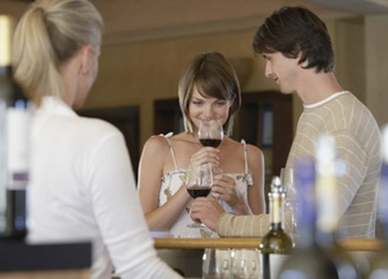 How To Taste Wine - Wine Tasting Tips