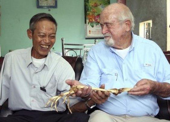 BBC News - Vietnam war veteran reunited with long-lost arm