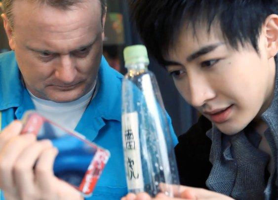 Yif Magic手機穿越&意念開罐 [官方HD] IPhone through Water Bottle & Self-Open Soda Can - YouTube