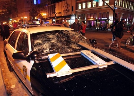 Oakland Demonstrators Burn Flags, Smash Cop Car After Zimmerman Verdict (PHOTOS) | TheBlaze.com