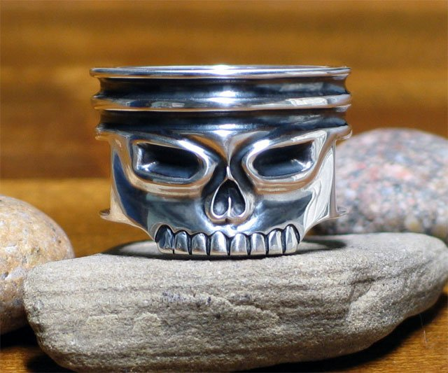 Piston Skull Ring | DudeIWantThat.com