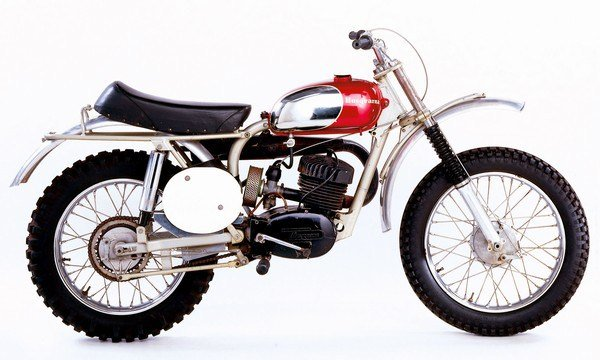 HUSQVARNA | THE SCREAMIN' SWEDE THAT STARTED A RACING REVOLUTION