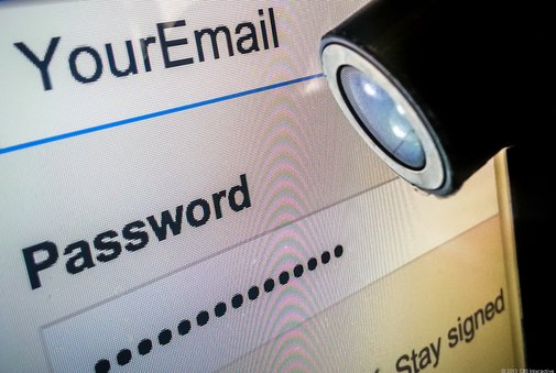 Feds tell Web firms to turn over user account passwords | Politics and Law - CNET News