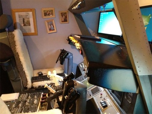 Awesome Dad Builds 737 Cockpit Simulator in His Son's Bedroom