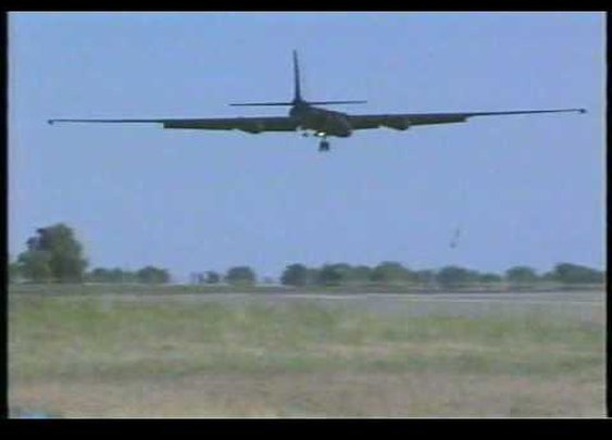 U-2 Dragon Lady: Landings - YouTube