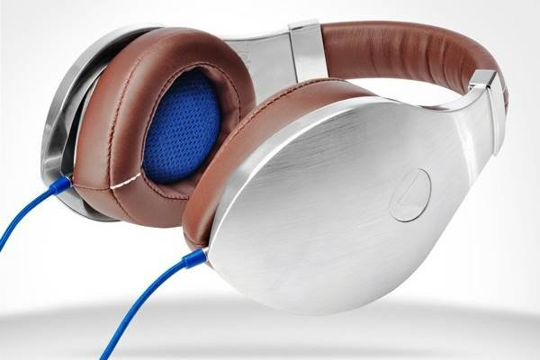 vTrue Studio Headphones, Anything but Subtle | Baxtton