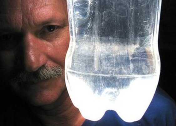 BBC - Alfredo Moser: Bottle light inventor proud to be poor