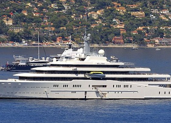 Roman Abramovich dethroned: world's biggest yacht