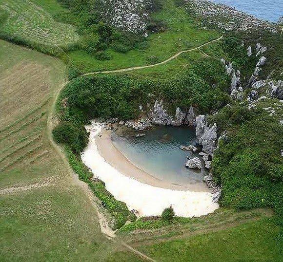15 Really Strange Beaches